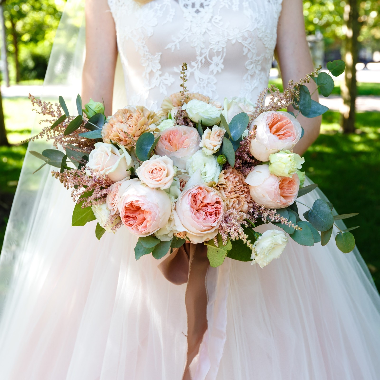 Wholesale-wedding-flowers-packages-bouquet-pink